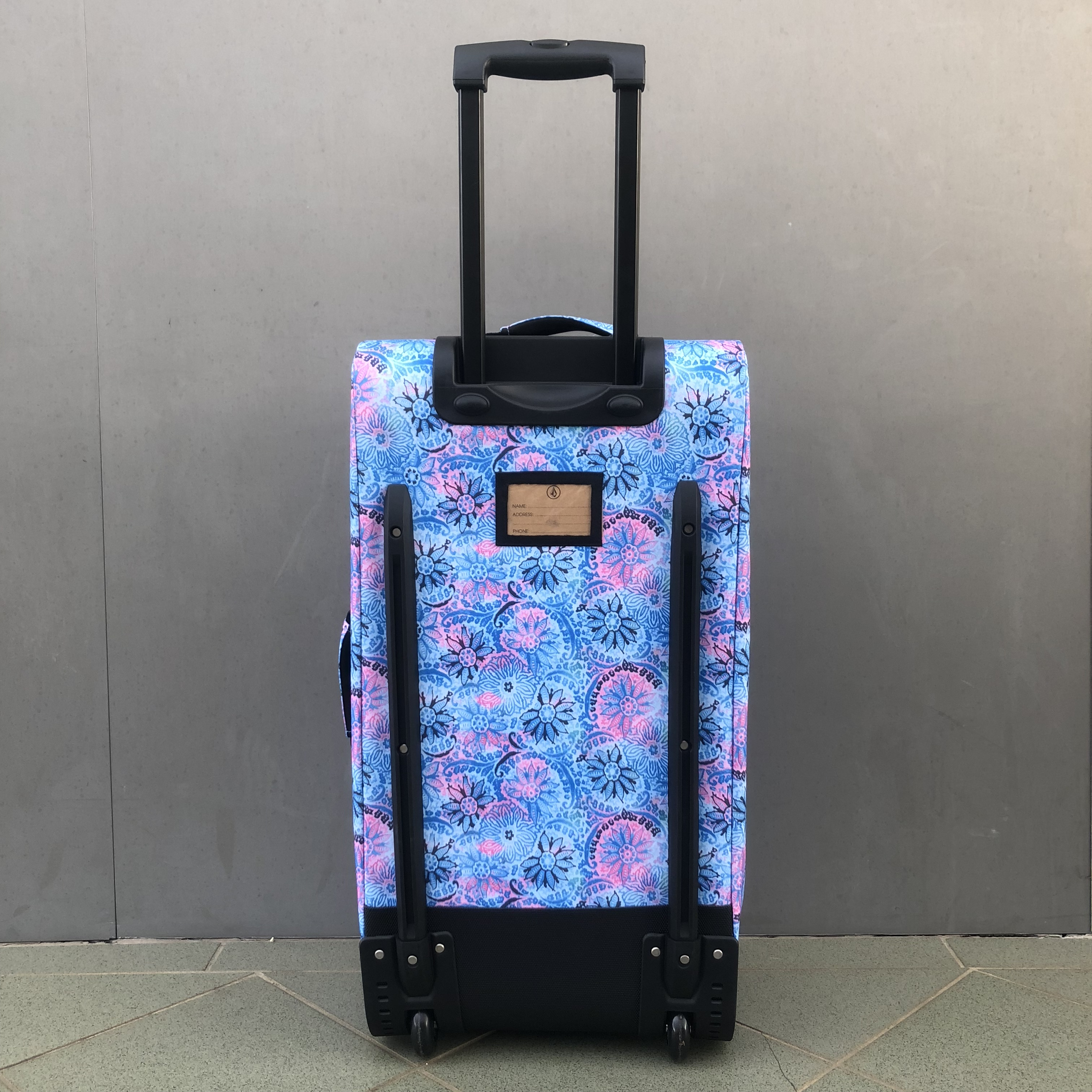 VOLCOM PATCH ATTACK WHEELIE TRAVEL BAG – BLUE FLORAL – Pacific Prizm ... 1950469fd8a31